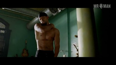 Clip of will smith nude shower scene in i robot pic 784