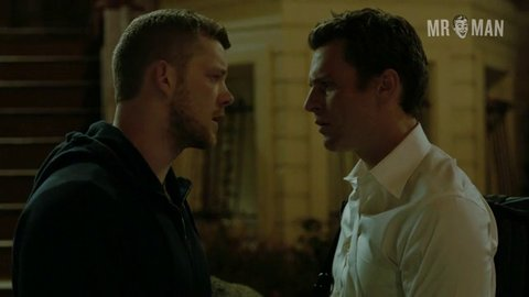 Looking 02e07 jonathangroff russelltovey hd 02 large 3