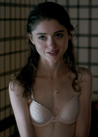 natalia dyer topless